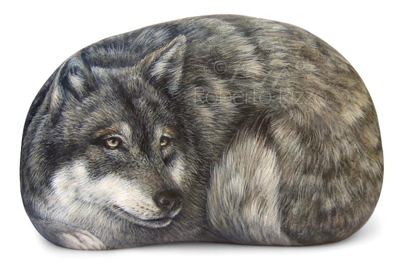 Sassi dipinti con lupo