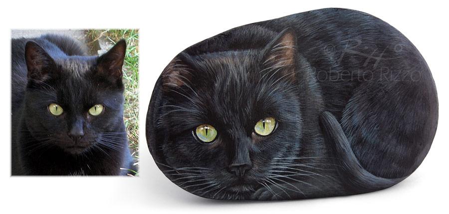 Ritratti di gatti realistici dipinti sui sassi