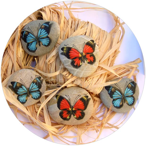 Farfalle - acrilico su pietre - cm. 7 (cad.)