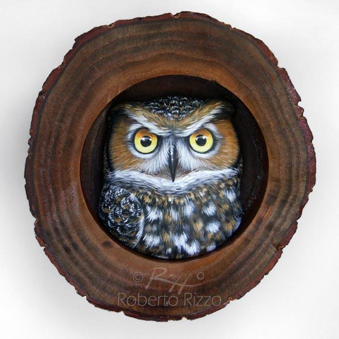 Tana con gufo reale - legno, creta, acrilico - cm. 13