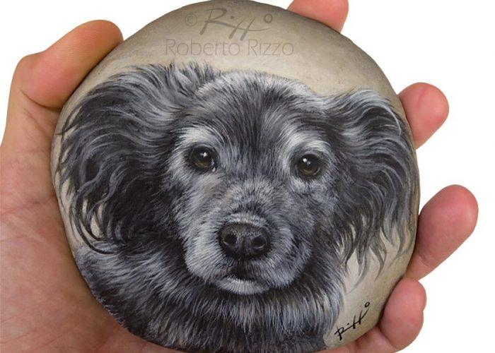 Primo Piano Di Cane Dipinto Su Sasso